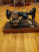 Antique Singer Sewing Machine With Wood Case 1930s