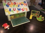 Vintage 1971 Fisher Price Little People School House 923