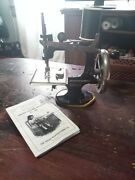 Antique Vintage 1926 Singer Model 20 Toy Child Small Sewing Machine Beautiful