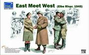 Riich Models Military Mini 135 East Meets West - Elbe River 1945 Sw
