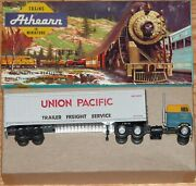 Athearn 5492 Tractor With 40 Ft Trailer Santa Fe With Union Pacific Built