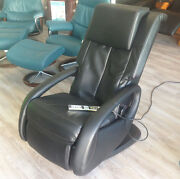 Showroom Human Touch Wholebody 7.1 Black Electric Robotic Massage Chair Recliner