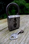 Antique Vintage Labor Padlock With One Working Key Unique Collector Rare 09-02