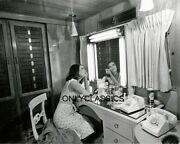 1961 Natalie Wood Doing Makeup West Side Story Dressing Room 8x10 Photo Pinup