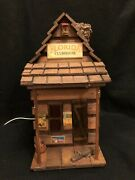 Florida Swamp Clubhouse Log Cabin Amber Glow Lamp W/ Guard Gator At Front Door