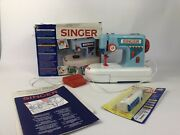 Childs Singer Zig-zag Childand039s Toy Sewing Machine Vintage Tested 1993