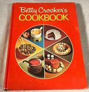 1972 Betty Crockerand039s Pie Cover Cookbook W/ Special Collection Of Holiday Recipes