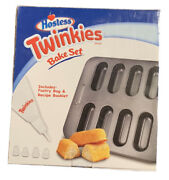 Hostess Twinkies Bake Set With Bake Pan And Pastry Tips