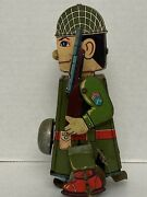 """Vintage Rare Toy Wind-up Yone """"soldier On Parade"""" Working"""