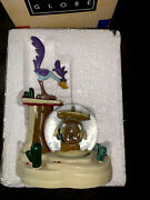 """Extremely Rare Looney Tunes Road Runner And Wile E Coyote Snow Globe 9"""" T Figure"""