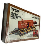 Tyco Freight Unloading Box Car Ho Scale No. 930 With Boxes New