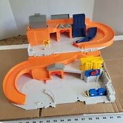2015 Mattel Hot Wheels Stow And Go Folding Race Track Service Station Dmw90