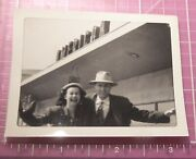 1948 Photo Mary Rose Noel And Bob Moreland Under American Sign At Airport Id'd