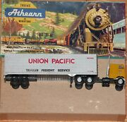 Athearn 5492 Tractor With 40 Ft Trailer Union Pacific Built