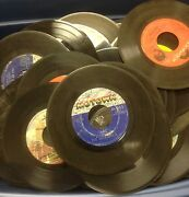 Lot Of 100 45 Rpm Vinyl Records For Crafts And Decoration 7 45s Party 50's 60's