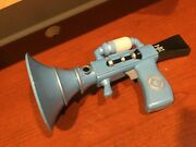Minions Despicable Me 3 Fart Gun Blaster Toy Banana Scent Out Of Smell Works