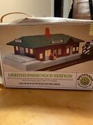 Bachman Lighted Passenger Station 3015 Ho-scale T1