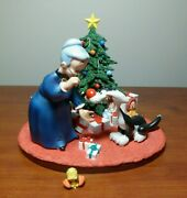 Looney Tunes Spotlight / Goebel - Granny, Sylvester, And Scape Gift Wrapped Ltd