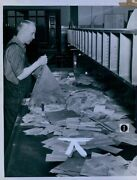 1939 St Paul Post Office Worker Sorting Mail Press Photo