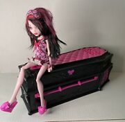 Monster High's Original Ghoul Doll 2008 Draculaura Sleep Over And Coffin Bed
