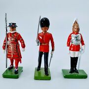 Britains Royal Guards Beefeater Yeomen Toy Soldiers Lead Metal England Lot Of 3