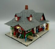 Vintage Model Railroad Train Station Depot Building And People Accessory Ho Scale