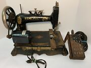 New Home Ideal T2 Sewing Machine   Vintage Antique Sewing Machine Cast Iron Base