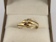 Crossover Ring Two Tone 9ct Gold Ladies Stunning Size O 3/4 375 2.4g Ic48