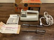 Vintage Ge General Electric 3-speed Portable Hand Mixer Model M21 Green And White