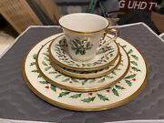 Lenox China Holiday 8 Five Piece Setting In Excellent Condition 40 Pieces. Usa