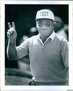 1981 Miller Barber Waves To Crowd After Sinking Seniors Putt Sports Photo 8x10