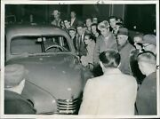 1957 Russian Made Midwest Auto Show Ford People Vehicle Vintage Press Photo 8x10