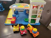 Fisher Price Little People Garage Parking Cars And People Tow Truck 1990