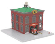 2014 Mth 30-9157 Operating Firehouse Engine Company 49 W/ Operating Firetruck