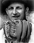 Awesome Stan Musial With Glove In Hand 8x10 Cardinals Legend