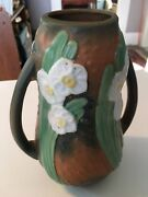 1930s ROSEVILLE JONQUIL PATTERN 2 HANDLE VASE YELLOW AND WHITE DAFFODIL FLOWERS