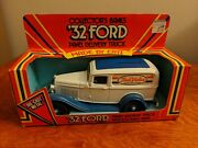 Ertl 1932 Ford True Value Panel Delivery Bank 1985 9232 1/25 Scale