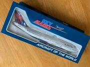 Delta Airlines Boeing 747-400 Large Solid Model 1/200 747 With L/gear Usa N661us