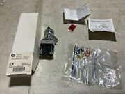 1x Allen Bradley 800h-hpx2kb6nxxx Selector Switch 2-position Maintained Color