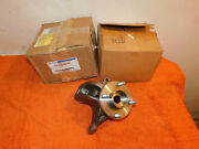 2002-2004 Ford Svt Focus New Oem Nos Lh And Rh Front Steering Knuckles W/ Hubs