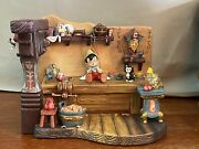 Disney Wdcc Finishing Touch From Pinocchio Limited 397/1000 ------- New