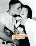 8x10 Photo Roger Maris Kissing Mrs. Babe Ruth After Hitting 61st Hr Ny Yankees