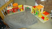 Vintage Fisher Price Little People Play Family 997 Village