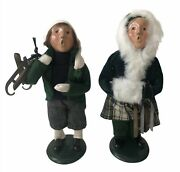 Byers Choice The Carolers Boy And Girl Holding Ice Skates 1995 Usa