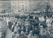 1970 Press Photo Funeral Walter Schoeder People Car Police Officers 7x9