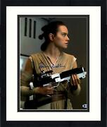 Frmd Daisy Ridley Signed 11 X 14 Star Wars The Force Awakens Holding Photo