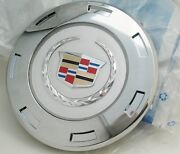 One Cadillac 2008 Escalade 22 Wreath And Colored Crest Center Cap