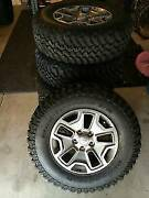 5 Tires And Wheels Lt255/75r17 Jeep Oem