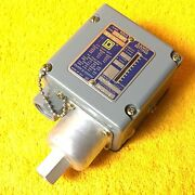 New Square D 9012 Acw5 S7 Series B Industrial Pressure Switch  0 -- 14 Psi