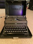 Antique Vintage Royal Quite De Luxe Typewriter With Protective Carrying Case